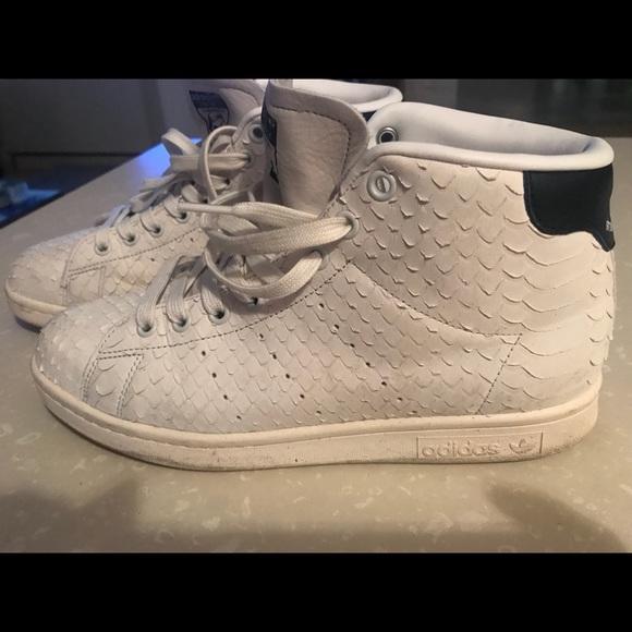 online store 6e22d eff19 Adidas High top snake skin white stan smith